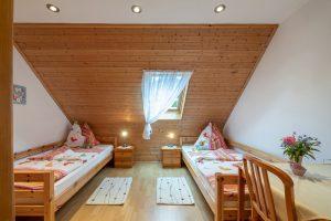 Bild: Lacknerhof Ferienwohnung Glantal: Schlafzimmer (zwei getrennte Einzelbetten)